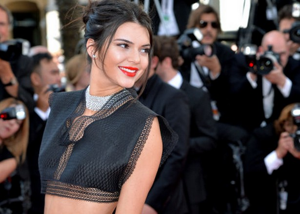 Fabulous Kendall Jenner Flourishes Her Glamorous Abs in Black Crop Top at the 2015 Cannes Film Festival