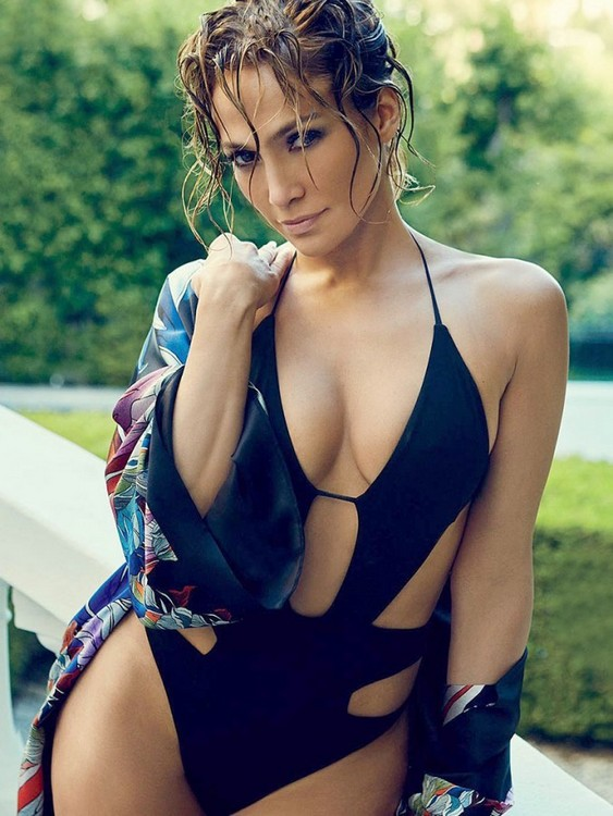 Jennifer Lopez bounteous eyeful Cleavetastic Mum Bikini Photoshoot