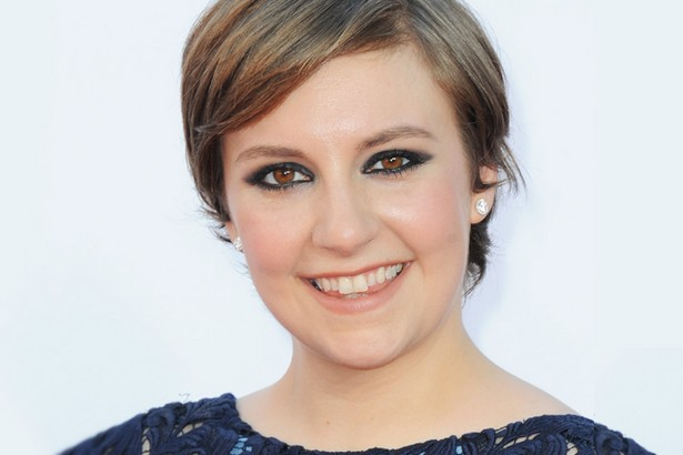 Lena Dunham Celebrates Freedom by tiring short dresses