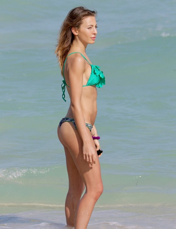 Stimulating Alessia Tedeschi Green String Swimsuit in Miami Thumper Show