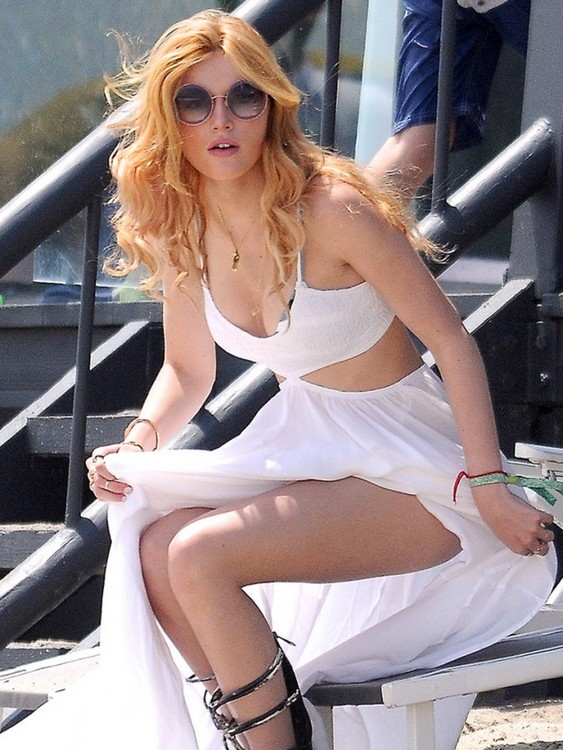 The Glamorous Beauty Bella Thorne Flourishes Two-piece Body Through Memorial Day Gala