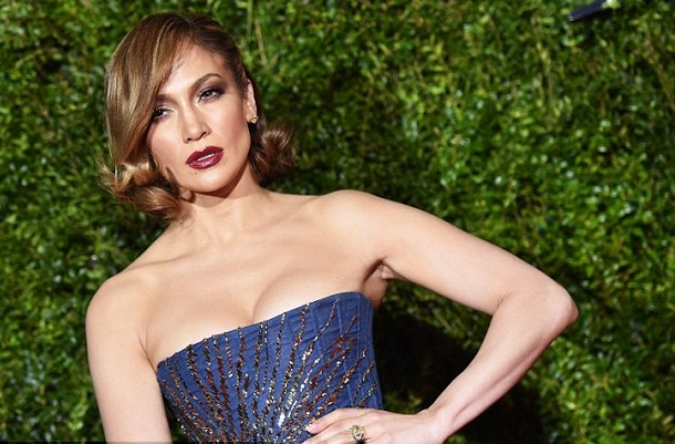 Jennifer Lopez Crazes the 2015 Tony Awards Red Carpet With Tribute To Old Hollywood Style