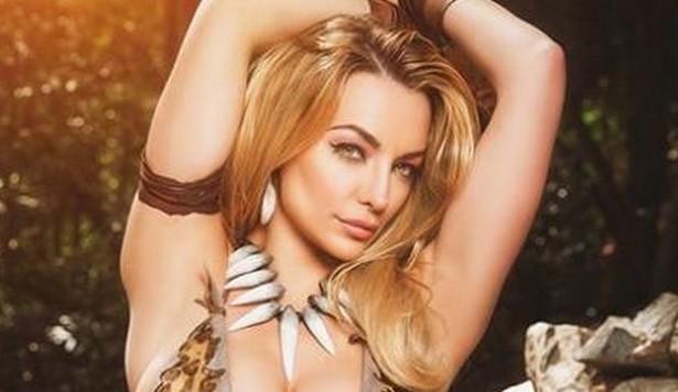 Stunner Lindsey Pelas is a hottie Jungle Girl