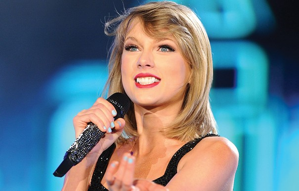 Taylor Swift gets victory at 2015 American Music Awards 1