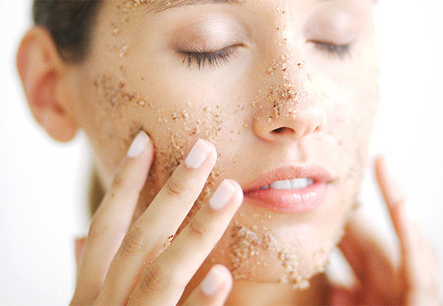 How to Get Pretty Skin Naturally Exfoliation