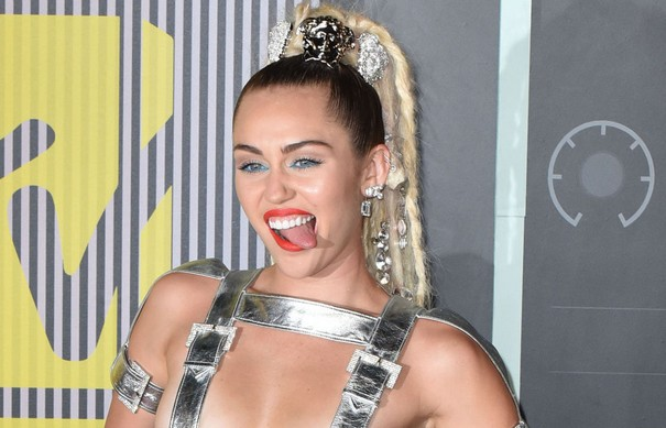 Miley Cyrus fails to impress with her unclothed photo shoot