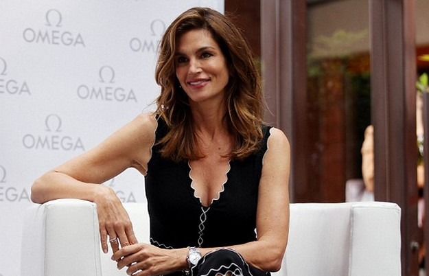 Cindy Crawford Shines in Little Black Cut out Summer Dress