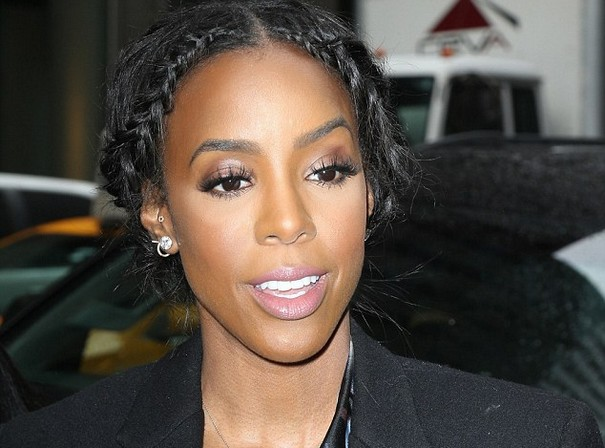 Kelly Rowland exposed breast in black lace bra