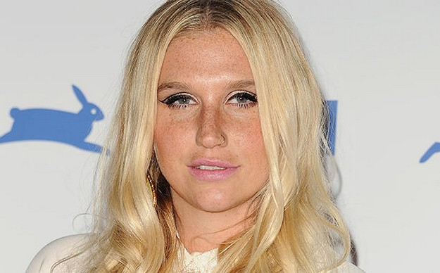 Kesha Uncensored Selfies Photos Bra Size Height Weight Body Stats