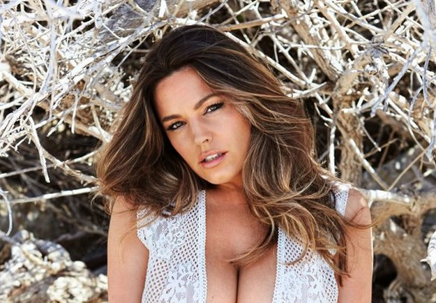 Kelly Brook flaunts her awesome body in 2017 calendar shoot