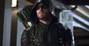 Who leaked Oliver's Photo in Arrow?